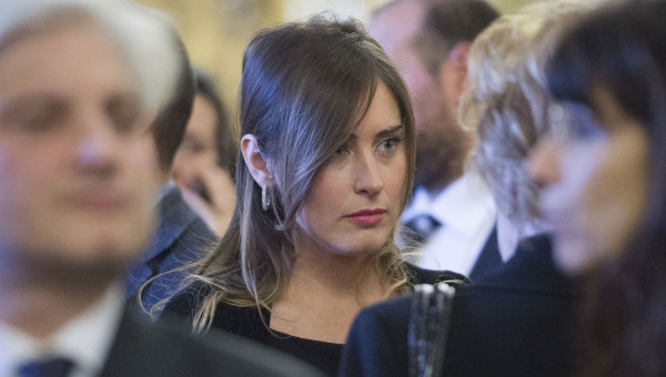 """Banca Etruria, Boschi: """"Sfiducia? Discuteremo poi vedremo chi ha la maggioranza"""""""
