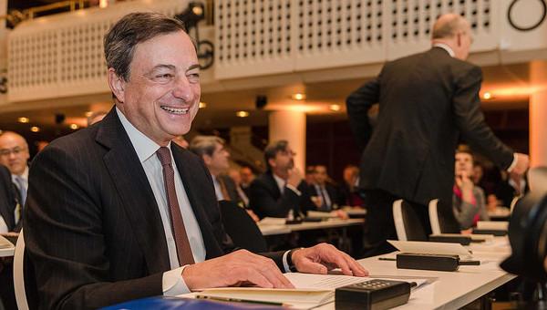 Draghi al Parlamento europeo: Qe può essere ampliato se necessario. Standard & Poor's: Italia fuori da recessione, ma ripresa fragile