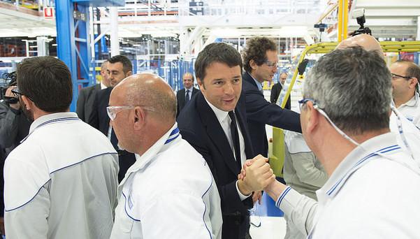 """Renzi a Melfi, Bari e Olbia: """"Basta lamentarsi e piangersi addosso"""", """"bisogna avere il coraggio di cambiare"""""""