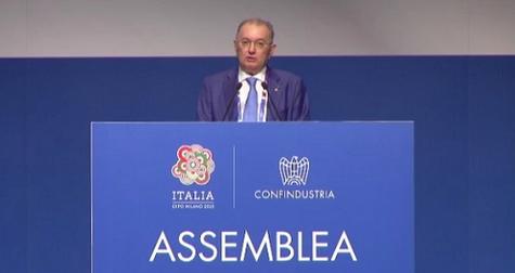 """Assemblea di Confindustria: Squinzi parla di """"manina antimpresa"""" ma promuove il governo. Renzi grande assente"""