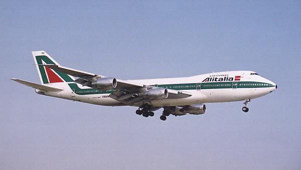 Mediobanca: in 40 anni Alitalia è costata al Paese 7,4 miliardi di euro