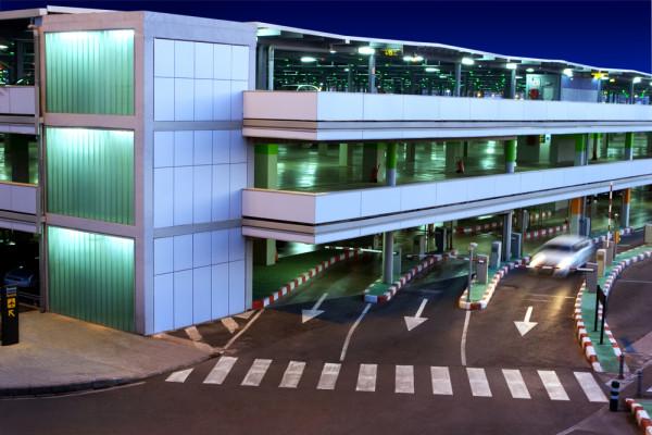 Parcheggi in aeroporto, M5S chiede al governo di intervenire per garantire concorrenza