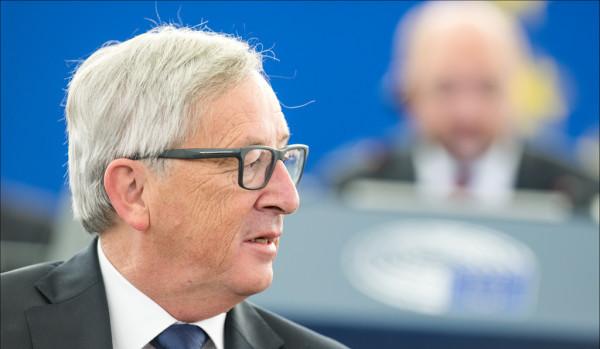 """Attriti Italia-Commissione Ue, presidente Juncker: """"La flessibilità l'ho introdotta io"""". Ministro Padoan: """"Da noi atteggiamento costruttivo"""""""