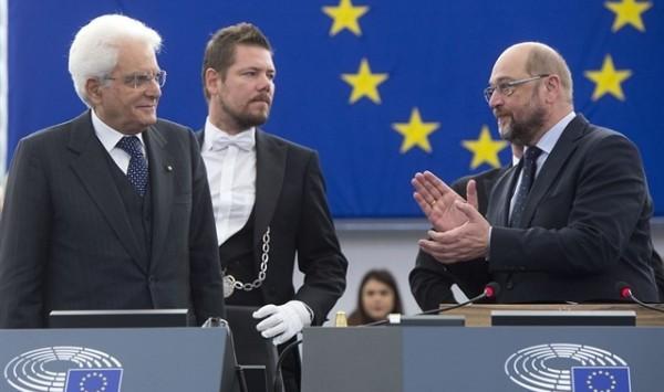 """Parlamento Ue, prima volta di Mattarella: """"Solo con responsabilità e coesione potremo vincere le sfide del terrorismo"""""""