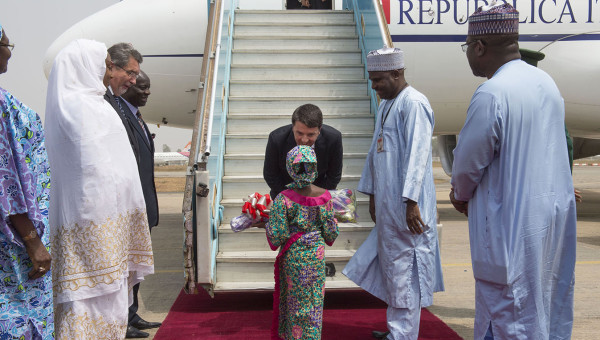 """Africa, parte dalla Nigeria funestata da Boko Haram il viaggio istituzionale del premier Renzi: """"Terroristi sanno che li distruggeremo"""""""