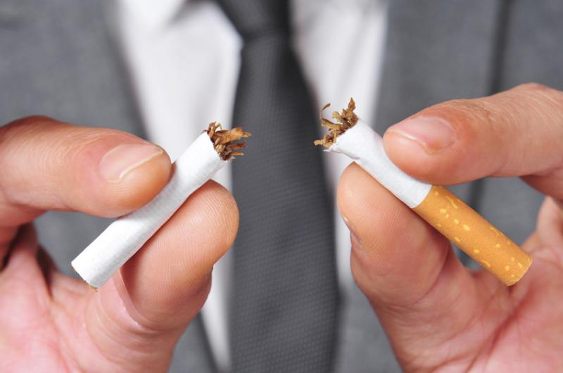 Tabacco, il 70% fumatori inizia da giovane. Video choc di Flavia Pennetta per la campagna Aiom