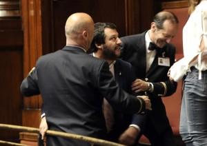 "Legittima difesa, via libera alla Camera. Salvini dalle tribune: ""Vergogna"""